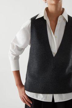 Vest Outfits, Sweater Outfits, Fashion Outfits, Knit Vest Pattern, Wool Vest, Colorful Fashion, Lana, Women Wear, V Neck