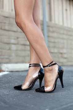 cap toe transparent heel : these have been going OOS on gojane ALL THE TIME.