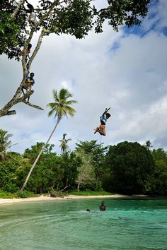 Diving in clear waters, Nuhu village, Solomon Islands (by thomasmperry).