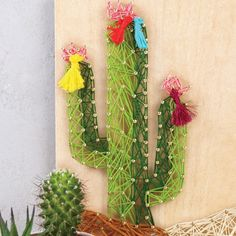 DIY deco - Cactus table in String Art - Perles & Co String Art Diy, String Crafts, Fun Crafts, Diy And Crafts, Crafts For Kids, Arts And Crafts, Deco Cactus, Cactus Art, Cactus Decor
