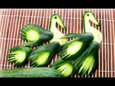 How to Make Banana Decoration Amazing Food Decoration, Banana Art, Creative Food Art, Vegetable Carving, Food Carving, Fruit Decorations, Watermelon Carving, Food Garnishes, Food Crafts