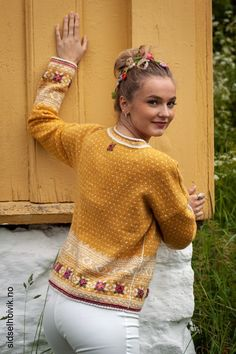 Easy Knitting Patterns for Beginners - How to Get Started Quickly? Fair Isle Knitting Patterns, Fair Isle Pattern, Sweater Knitting Patterns, Lace Knitting, Knit Patterns, Knit Crochet, Simple Knitting, Knitted Bunnies, Norwegian Knitting