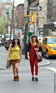 """A friendship with style in the streets of Soho. These girlfriends both had an """"indie"""" chic look finished with the same hat and the same smile."""