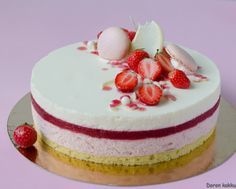 Doron kakku: Mansikan, raparperin ja valkosuklaan liitto on täy. Mumbai Street Food, Delicious Desserts, Yummy Food, Summer Cakes, Chocolate Cakes, White Chocolate, My Best Recipe, Cute Cakes, No Bake Cake