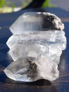 Tibetan quartz is also known as a Master Healer crystal, helping you to manifest divine health. It clears and cleanses your aura, while also grounding you at the same time. It focuses on the origin of any health issues, facilitating healing from the source of where the problem began. #crystals ~☆~
