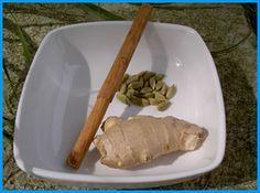 Tisane ayurvédique du petit déjeuner : 1 cuillerée à café de jus de gingembre frais: râper le gingembre puis en extraire le jus 1/2 cuillerée à café de cannelle en poudre 1 pincée de cardamone en poudre (cardamone verte) 1 tasse d'eau