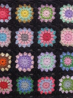 This quilt reminds me of the one that was on Roseanne's couch for all those years.