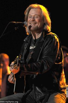 Daryl Hall is AWESOME !!!  :=)