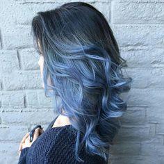 Black to blue ombre hair haur cilor curly hair hair style Dye My Hair, New Hair, Medium Hairstyles, Pretty Hairstyles, Hairstyles Haircuts, Latest Hairstyles, Fashion Hairstyles, Black Hairstyles, Scene Hairstyles