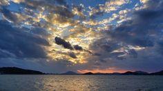 06 Oct 17:41 日の入り間近い博多湾です。 before sunset  ( Evening Now at Hakata bay in Zipangu )