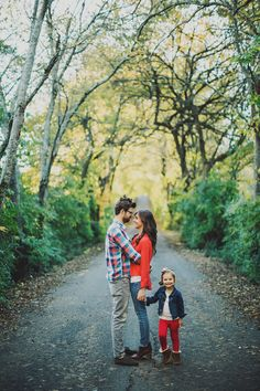 Ariel Renae Photo | Destination Wedding Photographer; what to wear for family pictures, family of 3, red