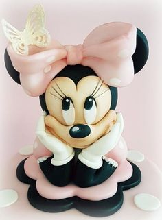 Minnie by Cristina. this is a CAKE, fashionistas! Bolo Minnie, Minnie Cake, Mickey Cakes, Mickey Mouse Cake, Mini Mouse Cake, Minnie Mouse Birthday Cakes, Mickey Birthday, 3 Ingredient Mug Cake, Character Cakes
