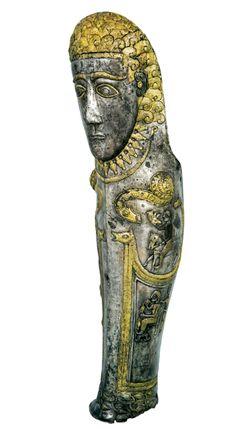 Espinillera de plata y oro, del año 400 AC. Se encontró en una tumba que se atribuye al rey Orfeo de Tracia.