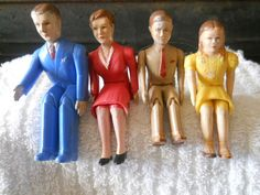 Renwal doll house people. My mother had these in her doll house.