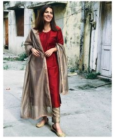 Salwar Designs, Silk Kurti Designs, Kurta Designs Women, Kurti Designs Party Wear, Salwar Suit Neck Designs, Stylish Dress Designs, Designs For Dresses, Dress Indian Style, Indian Fashion Dresses