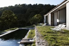 Located in a privileged environment in the province of Cáceres, the goal was to transform an abandoned stable into a family home by completely renovating it ...