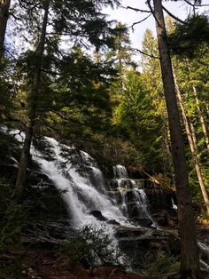 10 min from downtown and a few minutes walk from the road is this stunning waterfall. Summer Winter, Waterfalls, Things To Do, Outdoor, Things To Make, Outdoors, Outdoor Games, The Great Outdoors, Falling Waters