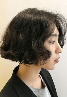 자부심을 선사하는 브랜드 차홍아르더 입니다. Short Curly Hair, Wavy Hair, Short Hair Cuts, Permed Hairstyles, Cool Hairstyles, Midi Hair, Medium Hair Styles, Curly Hair Styles, Ulzzang Short Hair