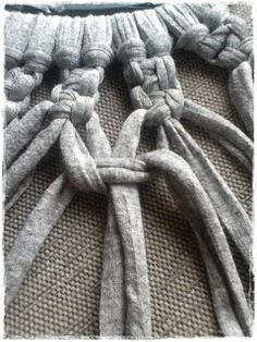 Tutorial bolso de trapillo a macramé - El taller de Natipatch T Shirt Yarn, Merino Wool Blanket, Crochet, Dyi, Africa, Blog, Yarn Necklace, Scrappy Quilts, Necklaces