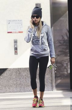 wake-up-with-determination: Honestly love Ashley Tisdale. Shes one celebrity that I always see pictures of her working out or in workout gear. wake-up-with-determination: Honestly love Ashley… Gym Style, Sporty Style, Mode Style, Workout Style, Sport Fashion, Look Fashion, Fitness Fashion, Fashion Edgy, Fashion 2018