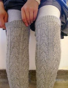 free pattern for these awesome leg warmers (too bad I don't know how to read knitting patterns yet...soon!)