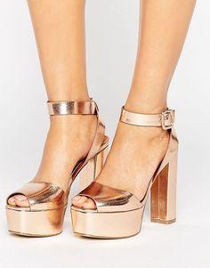Sandalias de tacón con plataforma en dorado rosa de Glamorous   51,99 €   941535