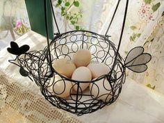 小鸡铁艺鸡蛋收纳篮 花篮 Wire Art, Wicker Baskets, Projects To Try, Material, Tips, Home Decor, Iron, Manualidades, Mesh Fencing