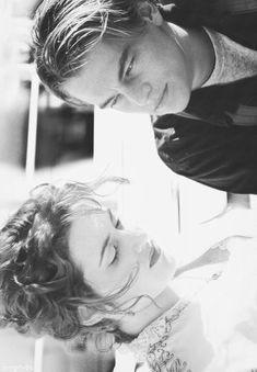 Leonardo DiCaprio and Kate Winslet in Titanic Titanic Movie, Movie Tv, Leo And Kate, Jack Dawson, Young Leonardo Dicaprio, The Way He Looks, Movie Couples, Film Serie, American Horror Story