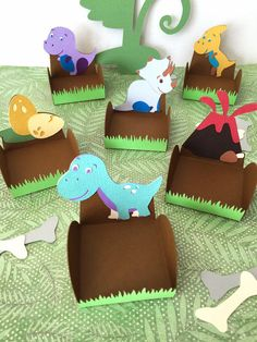Looking for dinosaur party ideas for a kid's birthday? Read my complete party plan with creative ideas for party food and drink, party decorations, and party games. 2nd Birthday Party Themes, Dinosaur Birthday Party, Unicorn Party, Jurassic Park Party, Dinosaur Cake, Party Packs, Diy Paper, Paper Crafts, Cake Ball