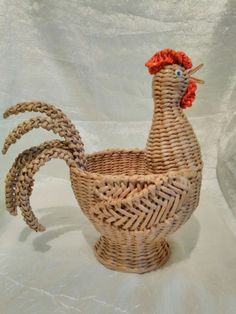 Фотография Newspaper Basket, Newspaper Crafts, Willow Weaving, Basket Weaving, Diy Paper, Paper Art, Corn Dolly, Traditional Baskets, Diy And Crafts