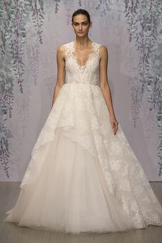 ノースリーブの肩のレースが素敵すぎる!ガーデンウエディングで着たい一枚♡ モニークルイリエの花嫁衣装・ウエディングドレスまとめ。