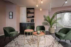 Hoogers Saloninterieurs :: Supporters van salonbeleving :: We support your style Hair Salon Interior, Salon Interior Design, Salon Design, Beauty Salon Decor, Beauty Bar, Office Environment, Home Office Decor, Mid-century Modern, Living Room
