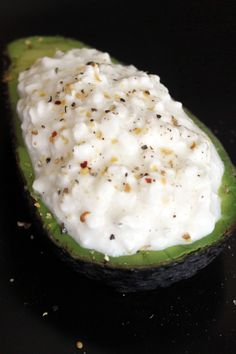 Looking for a quick and easy snack? Packed with healthy fats and protein, this Avocado and Cottage Cheese Snack will keep you full until dinner, so you can avoid late-afternoon nibbling that can lead (Cheese Snacks) Cottage Cheese Recipes, Protein Packed Snacks, Filling Snacks, Cheese Snacks, Cooking Recipes, Healthy Recipes, Avocado Recipes, Baked Avocado, Amish Recipes