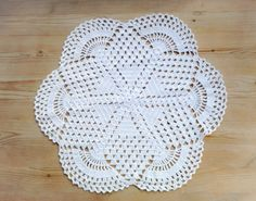 Lovely white vintage crochet small round table cloth / table mat by SwedishHeritage on Etsy https://www.etsy.com/uk/listing/154087724/lovely-white-vintage-crochet-small-round