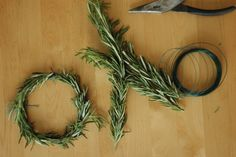 texturism:    oh a row oftiny wreathsfor a sweet mantel story.| via garmenthouse