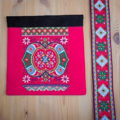 Bunad og Stakkastovo AS Beadwork, Stitching, Crochet, Diy, Home Decor, Outfits, Loom, Manualidades, Costura