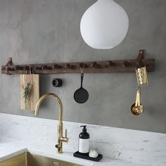 Happy Homes (@happyhomes) • Foton och videoklipp på Instagram Track Lighting, Countertops, Kitchen Decor, Ceiling Lights, Rustic, Mirror, Bathroom, Simple, Wall