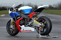 Risultati immagini per honda cbr 1000 rr naked Bobber Motorcycle, Racing Motorcycles, Honda Fireblade, Moto Cafe, Honda Cbr 600, Honda Bikes, Bmw, Super Bikes, Motogp