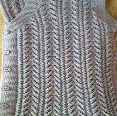 Acest PIN a fost descoperit de Fat Ladies Cardigan Knitting Patterns, Free Knitting Patterns For Women, Knitting Paterns, Knitting Designs, Knit Patterns, Hand Knitting, Gents Sweater, Sweater Vests, Handgestrickte Pullover