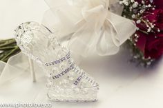 Zapatilla de vidrio usada para que los invitados pongan algún billete para los novios.