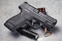 Smith-&-Wesson-M&P-Shield_001