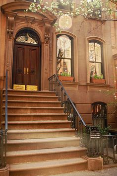 66 Perry Street, New York. Carrie Bradshaw's house.