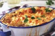 GEBAKTE BLOMKOOL Bestanddele 500 tot 600 g blomkool of broccoli, gewas 4 tot 5 snye witbrood 100 tot 200 ml preie, fyn gesny 2 eiers 500 ml kookmelk 2 ml sout knippie peper 5 ml fyn neutmuskaat 100 g Cheddar-kaas, gerasper klontjies botter . Braai Recipes, Steak Recipes, Side Dish Recipes, Vegetable Recipes, Appetizer Recipes, Vegetarian Recipes, Cooking Recipes, Veggie Meals, South African Dishes