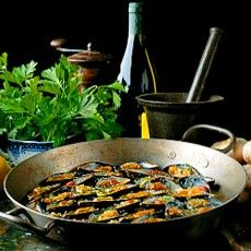 Gratin of Mussels in Garlic Butter - Delia Smith Garlic Butter Mussels Recipe, Butter Recipe, Seafood Recipes, Mussel Recipes, Seafood Dishes, Drink Recipes, Delia Smith, Fish And Seafood, Kids Meals
