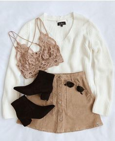 black and white sweater brown denim skirt brown lace bralette white sweater black booties Teen Fashion Outfits, Mode Outfits, Look Fashion, Fashion Women, Trendy Fashion, Fall Winter Outfits, Summer Outfits, Wedding Dress Black, Vetement Fashion