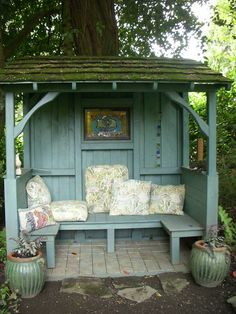 """She Sheds"" is the woman& perfect answer to the cave .- ""She Sheds"" ist die perfekte Antwort der Frau auf die Höhle des Mannes (Fotos) … ""She Sheds"" is the Woman& Perfect Response to the Man& Cave (Photos) - Backyard Storage Sheds, Backyard Sheds, Backyard Patio, Backyard Retreat, Backyard Landscaping, Backyard Seating, Outdoor Seating, Outdoor Decor, Garden Seating Areas"