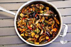 Thai Basil Eggplant (vegan, gluten-free) - Vegetarian Gastronomy (Add chicken instead of tofu) Veggie Dishes, Veggie Recipes, Asian Recipes, Whole Food Recipes, Vegetarian Recipes, Cooking Recipes, Thai Dishes, Thai Recipes, Vegan Vegetarian