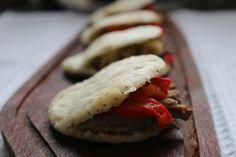 Pan de pita casero para sándwich de carne con morrones y berenjenas asadas / Ponete el Delantal - Blog de cocina