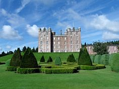 Drumlanrig Castle, Gardens & Country Park - Scottish history and natural beauty - Travel via the United Kingdom