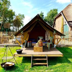 I'm in love with these little tents. A great idea for the grandparents for a stay over